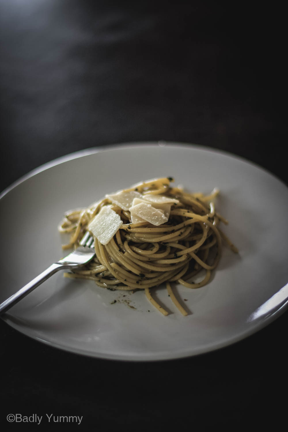 Spaghetti with a lot of juicy pesto sauce, ready to be eaten